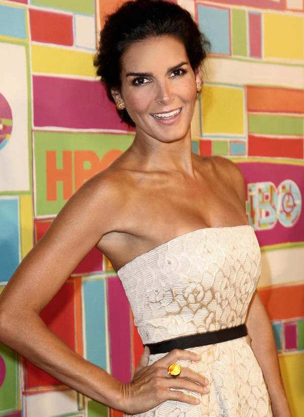 Actress @Angie_Harmon was glowing in @DavidYurman jewels at the @HBO #Emmy after-party in Los Angeles last night. http://t.co/ZTzUBROE56