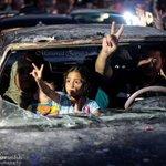 """#غزة_تنتصر لا يوجد شيء مكسور في الصورة .. وحدها أحلام """" الجبناء"""" تنكسر .. وهذا لايكون في غزة ،، http://t.co/feoKK1kfjc"""