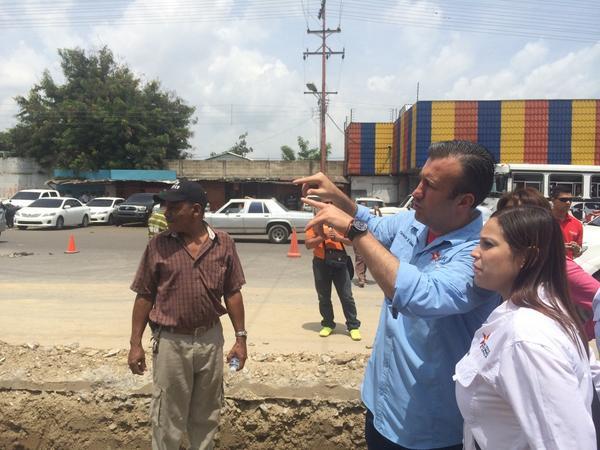 """Se inició la construcción del elevado """"Los Aviadores"""" en el sector conocido como semáforo de Indemaca @marbelinares http://t.co/hgnuaJtyU0"""
