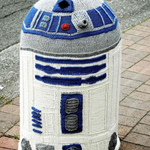 Brighten up a boring bollard with a knitted R2D2 bollard-cosy. http://t.co/fyJvWE7P9n