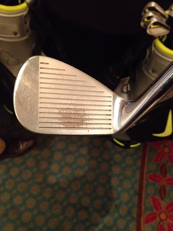 Check out the wear pattern on the @nikegolf blade Tiger Woods used in 2005. Had a decent season with these sticks. http://t.co/OjAksQNdZB