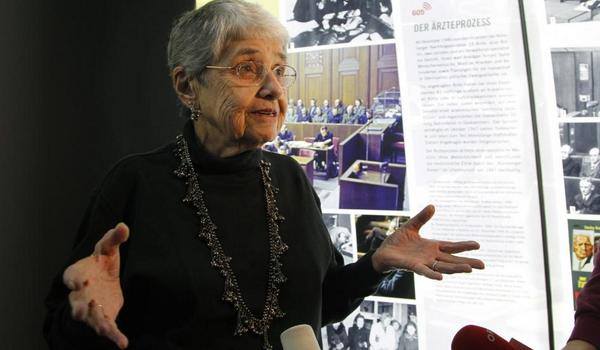 90 y/o Holocaust survivor arrested in #Ferguson protest: 'Racism is alive and well in the US' http://t.co/Qx684aO9BF http://t.co/rv2YYXV2L6
