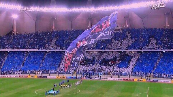 تركي الناصر السديري (@turkinsudairi): في الطريق إلى كأس آسيا: حشود جماهير نادي الشعب تزف فريقها إلى الفوز في الشوط الأول من موقعة السد.  ٦٣٥٠٠ لاعب هلالي http://t.co/d1HhLqfaEQ