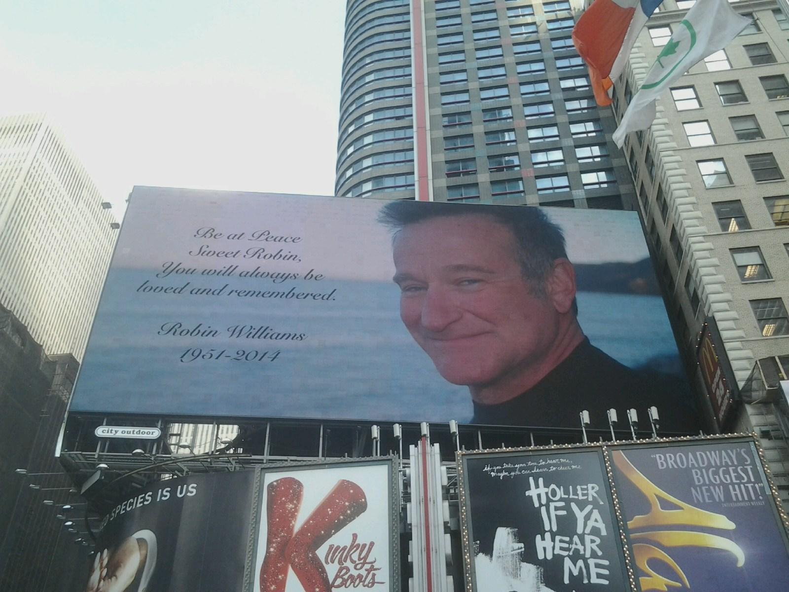 #TimesSquare #RobinWilliams #RIP http://t.co/o7arE17fDT