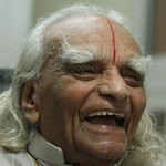 RT @dna: World renowned yoga legend BKS Iyengar passes away in Pune http://t.co/6RQwVORVZ9 http://t.co/KE1qI7lshc