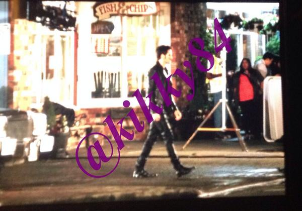 #ouat season 4 spoiler: Hook with new outfit http://t.co/Y7PHOvKMyv