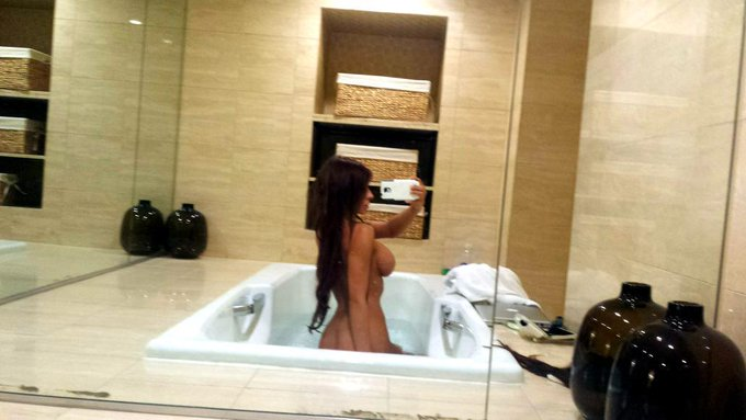 Just an evening #Sideboob #Selfie ;) there's room enough for 2 in here! http://t.co/ckS7Sc8Yd9
