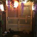 RT @livedoornews: 【極悪】寿司屋の前に座り込む集団 客の入店を許さず http://t.co/uQICUfRtNK 5匹のねこがたむろして投稿者の入店を阻んでいる。その後、投稿者は無事店内に入り、寿司を堪能できたようだ。 http://t.co/oqNTEJEDqz