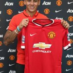 Photo confirmation of Marcos Rojos move to Manchester United. (Source: @ManUtd) http://t.co/DllsEPJa0V