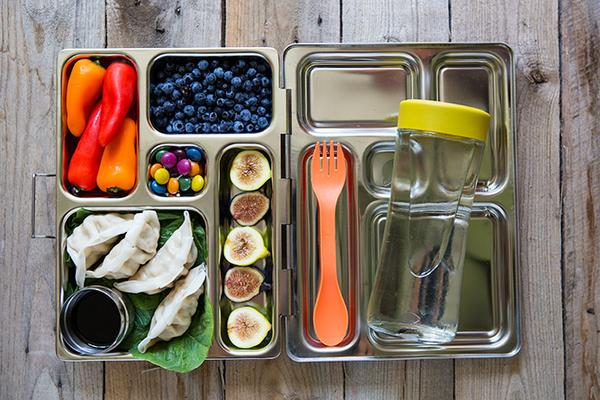 What you actually need to pack a no-waste #schoollunch http://t.co/IMfsHsoYYy http://t.co/4WLEu0Kieq