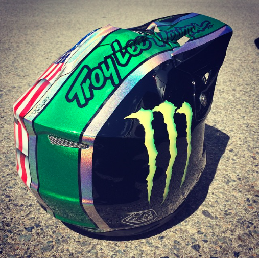 A little over 24hrs until @CamZink does the #MammothFlip on @ESPN. His mystical hologram lid looks amazing! #TLDpaint http://t.co/b8F2AUUUxy