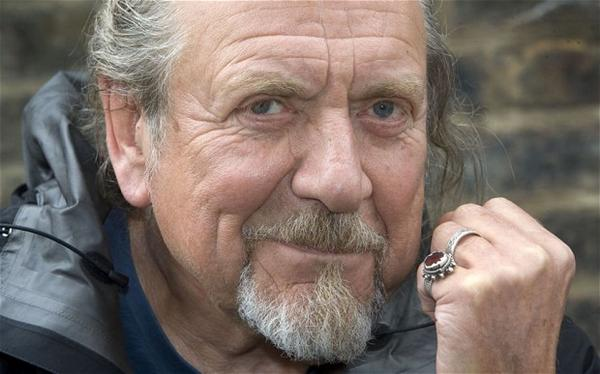 ♥ ♥ ♥ RT @MDesbarres: Happy 66th birthday to The Golden God... Robert Plant! #LedZeppelin http://t.co/M6YPqNz2da