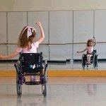 Niña en silla de ruedas practicando ballet. Nada es imposible http://t.co/Gq2SRge4Vk