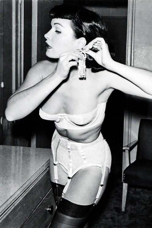 Bettie Page, 1950s. http://t.co/hj9TA9oX5W