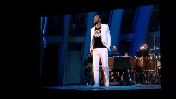 .@johnlegend comes back out to the stage with a 'Don't Shoot' shirt http://t.co/NcBI91abFu #YahooLive #WhatsGoingOn http://t.co/u23IVfJdjT