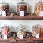 中目黒に8月22日オープンするナッツ専門店「Groovy Nuts」を取材中。店内では28種類のナッツを販売 http://t.co/fYpCAYwkmu http://t.co/c3sfLOXWF2