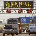 """@RubenSanchezTW  Panel de autopista hackeado a la salida de  #Barcelona: """"Que pague Pujol"""".  Bueniísimo https://t.co/3wzqp4VZvt"""