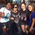 RT @portallovato: Demi comemorou seu aniversário na Disneyland, Califórnia, com Wilmer e amigos. #VoteDemiLovato http://t.co/728Q15Igyt