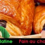 Chocolatine VS Pain au chocolat. #OnDitPainAuChocolatPasChocolatine @Jirayalecochon @AllaisLouise http://t.co/9JXxr74Cy6