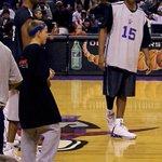 Un pequeño Nik Stauskas, ahora jugador de los Kings, con Vince Carter [vía @peterstauskas] https://t.co/9BeSe8DO7E