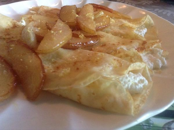 Brunch at home. Pear and Ricotta crepes. http://t.co/N2hbYZ25kE
