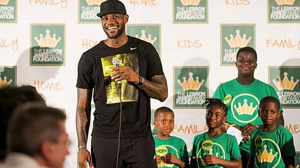 The four-week plan to getting lean like LeBron James: http://t.co/m91iR1oUpJ #NBAFIT @NBA @KingJames http://t.co/MuqI9Z0L5N