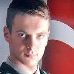 23 yaşındaki Teğmen Emre As şehit oluyor. Tam 11 gazete haberi ilk sayfadan veremiyor. O sizlerin yüzüne bakıyor... http://t.co/bjsBxNhLS9