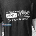 RT @hmetromy: #takziahMH17 Lebih 30 ahli keluarga co-pilot Ahmad Hakimi Hanapi hadir di luar Kompleks Bunga Raya. Pix Suraya Roslan http://t.co/pdSeIbA3UL