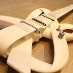 Primeira guitarra impressa em 3D no mundo é brasileira. http://t.co/YybTSaR6tV http://t.co/2Vj6NXy5iY