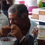 #Cuba Fotos de ahora mismo en Colón, Proyecto Capitán Tondique alimentando a desamparados, niños y enfermos mentales http://t.co/fxprywkCKz