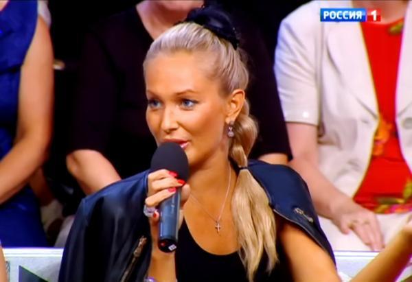 golaya-krasivaya-devushka-bryunetka