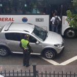 RT @limabeco: @fernalonso mira esta perla, el policía de transito no hace nada #Manizales http://t.co/OWNsUWvnrr