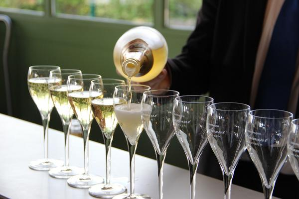 Like #Champagne? Tweet this! http://t.co/MSw0cF7x8k #iwinetc http://t.co/WECCIpIMfl