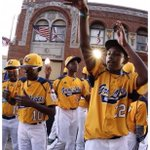 Salute to our youngins holding it down for our city #JackieRobinsonWest #CHI #MoreThanAGame ⚾️???? http://t.co/c8p8Ail3sP