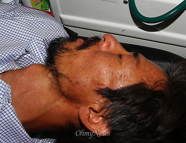 #봐보셔요 RT @OhmyNews_PHOTO: 구급차에 실리는 유민이 아빠 김영오씨의 눈에서 '눈물'이 흘러 내립니다. [사진 더보기] http://t.co/KEl4LUKh11 http://t.co/5WLmvwFXTP