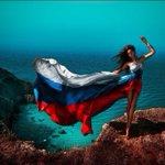 Сегодня День Государственного флага Российской Федерации! C Праздником! http://t.co/XMDvVu1Lc4