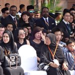 RT @HilalAzmi: Redha.. Ada yg xdpt tahan kesedihan.. #MengenangMH17 #MalaysiaBerkabung @501awani http://t.co/Xa63K4mSjd