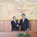 БНХАУ-ын дарга Си Зиньпинтэй Засгийн газрын гишүүдийн хамт уулзалт хийлээ. http://t.co/S1xAUkiYMV