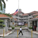RT @usembassykl: The people of the United States stand with the people of Malaysia at this time of national mourning. #MH17 http://t.co/M8VEtun9Fe