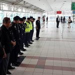 RT @staronline: MH17 day of mourning: Staff at Sultan Iskandar CIQ complex in Johor Baru stand in silence for a minute http://t.co/ktV3M8JwIY