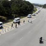 Motorists parks by the roadside to pay their final respects to the victims of #MH17  http://t.co/AiTi9382DM