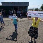 https://t.co/lA13zMcbpC habitants of EastS meet the humanitarian convoy: Russia the Mama wont leave us in trouble