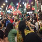 PTI dharna on Clifton Road Karachi. My daughter @ZarminaF took this pic. Proud that my children believe in Pakistan. http://t.co/Un7P4wqZ7B