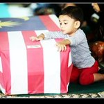 This is so 😩💔 #MalaysiaBerkabung #MH17 #PrayForMH17 #MalaysiaMourningDay http://t.co/WghC86QQwG