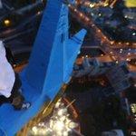 Звезду на высотке в Москве все-таки раскрасил Mustang Wanted, гражданин Украины http://t.co/g4pAttEpQ4