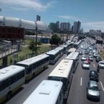 Taxistas e motoristas fazem protesto por segurança. Comitiva está em reunião com o titular da Sesed, Eliéser Girão. http://t.co/QVaHwD3dNW