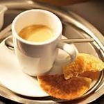 Wow!Les Suisse boivent beaucoup de café, grâce à Nespresso? http://t.co/H5VxCsA79c http://t.co/VVSOUundGq