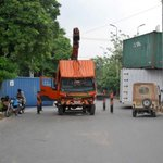 Pak Army prevails as now Containers are being removed from entry points in Islamabad RT http://t.co/OUJuPL8VTw http://t.co/cFXnoj6BXX
