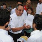 Ministro @AXEA65 recrimina a bachiller del colegio Vicente Rocafuerte que hizo pedido: http://t.co/Ptm9W2VR2T http://t.co/RP5IaS9kGK