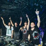 4 ARE LEGEND w/ @MartinGarrix @#3AreLegend @dimitrivegas @likemike http://t.co/mbCWhf3cek